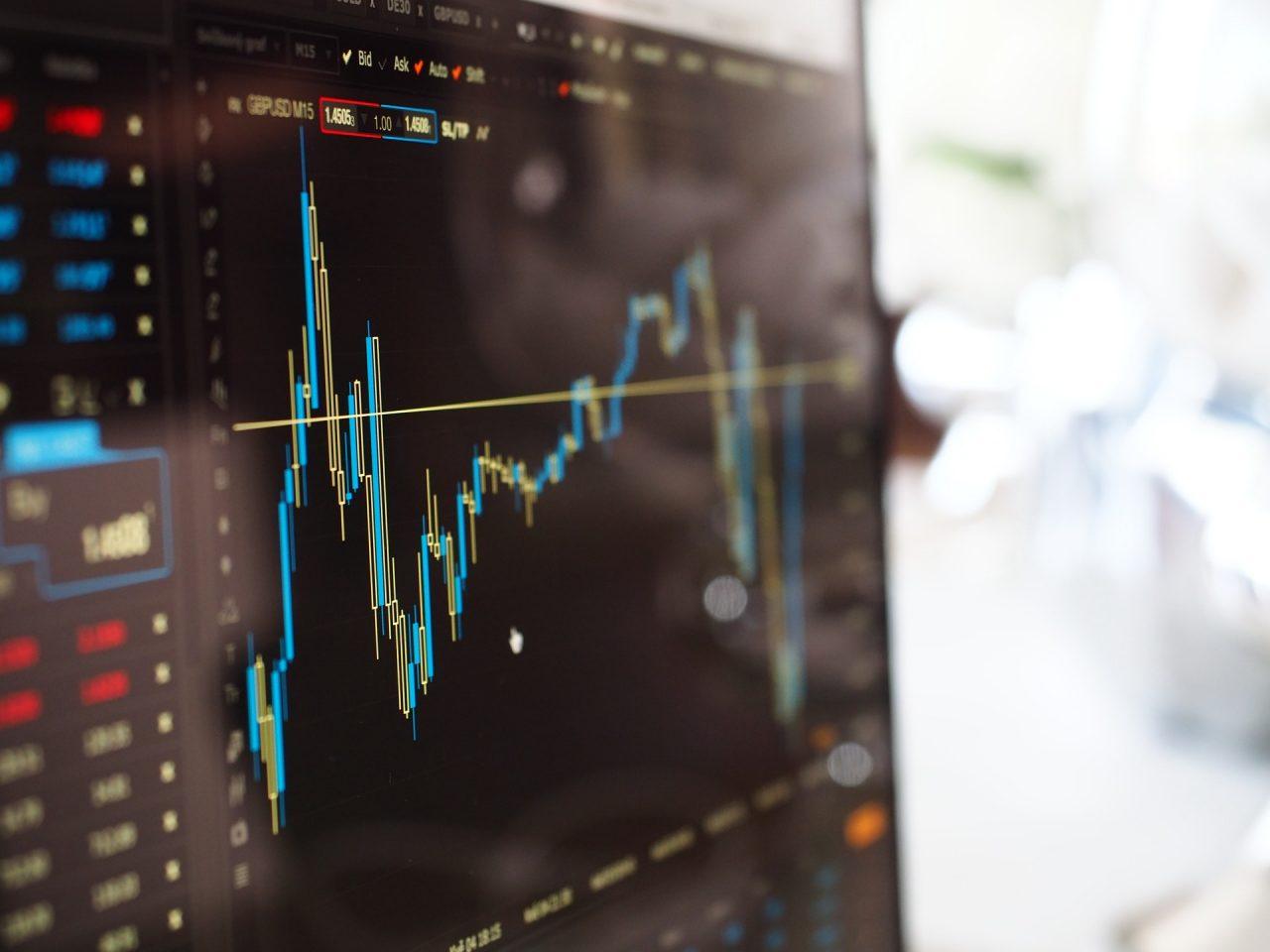 https://siekacz.pl/wp-content/uploads/2020/06/blue-and-yellow-graph-on-stock-market-monitor-159888-1280x960.jpg